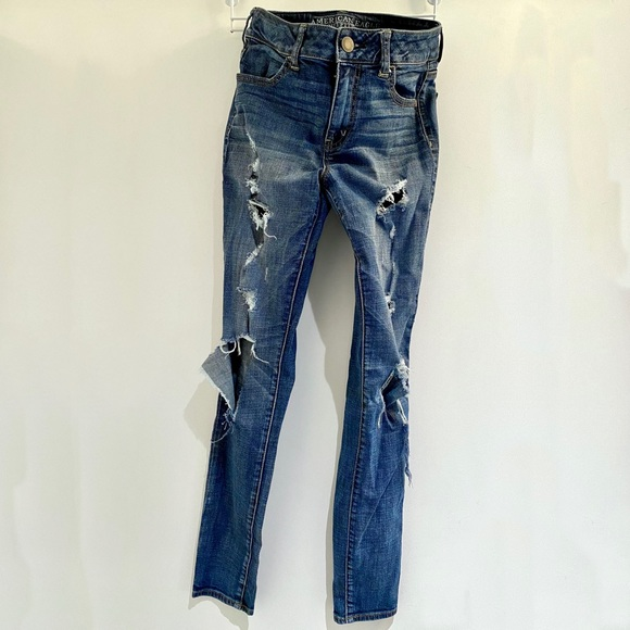 AE Size 4 Distressed Skinny Jeans